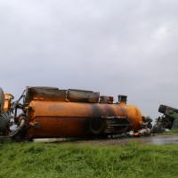 26-08-2014-mindelheim-b18-anna-unfall-traktor-guellefass-sperrung-polizei-poeppel-new-facts-eu (1)