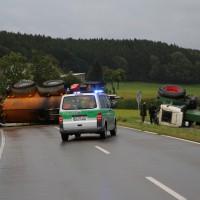 26-08-2014-mindelheim-b18-anna-unfall-traktor-guellefass-sperrung-polizei-poeppel-new-facts-eu