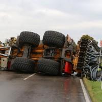 26-08-2014-mindelheim-b18-anna-unfall-traktor-guellefass-sperrung-polizei-poeppel-new-facts-eu (6)
