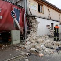 02.12.2014 LKW-in-Haus-Totalschaden-Fahrer-tot-Feuerwehr-Polizei- Rettungsdienst-Halblech-Vollsperrung-Bringezu-New-facts (14)