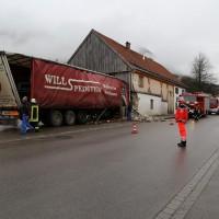 02.12.2014 LKW-in-Haus-Totalschaden-Fahrer-tot-Feuerwehr-Polizei- Rettungsdienst-Halblech-Vollsperrung-Bringezu-New-facts (4)