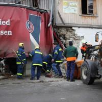 02.12.2014 LKW-in-Haus-Totalschaden-Fahrer-tot-Feuerwehr-Polizei- Rettungsdienst-Halblech-Vollsperrung-Bringezu-New-facts-Unfall (5)
