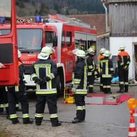 02.12.2014 LKW-in-Haus-Totalschaden-Fahrer-tot-Feuerwehr-Polizei- Rettungsdienst-Halblech-Vollsperrung-Bringezu-New-facts-Unfall (6)