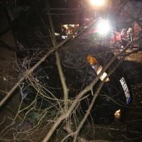 16-12-2014-a96-biberach-erolzheim-edelbeuren-unfall-wald-ueberholen-feuerwehr-polizei-new-facts-eu0006