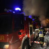 07-01-15_BY-Lautrach-Unterallgaeu_Brand-Stadel_Feuerwehr_Poeppel-new-facts-eu0004