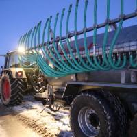 13-02-15_BW_Erolzheim_Kirchdorf_Unfall_Traktor_Pkw_Feuerwehr_Poeppel_new-facts-eu0004