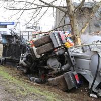 Memmingen - Silozug kommt nach rechts von Fahrbahn ab - Fahrer schwer verletzt