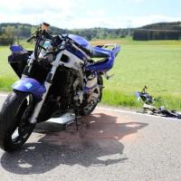 10.05.2015-Ostallgäu-Kaltental-Helmishofen-ST2035-Motorrad-19 jährige-Mauer-ohne Helm-lebensgefährlich-verletzt-Rettungswagen-Rettungshubschrauber-Notarzt-Murnau-Bringezu-Thorsten (21)