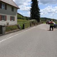 10.05.2015-Ostallgäu-Kaltental-Helmishofen-ST2035-Motorrad-19 jährige-Mauer-ohne Helm-lebensgefährlich-verletzt-Rettungswagen-Rettungshubschrauber-Notarzt-Murnau-Bringezu-Thorsten (4)