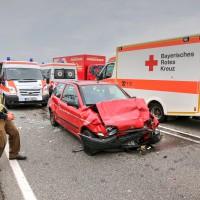 26.05.2015-Jengen-B12-Ostallgäu-Unfall-Gas und Bremse verwechselt-Verletzte-Krankentransportwagen-Rettungswagen-Bringezu-Polizei-Auffahrunfall (3)