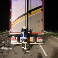 28.05.2015-VU-tödlich-B12-Marktoberdorf-Geisenried-LKW-frontal-in Graben-auf die Seite gekippt-eingeklemmt-Vollsperrung-Bringezu-Ostallgäu (30)