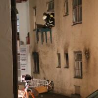 14-06-15_BY-Memmingen_Brand_Wohn-Geschaeftshaus_Kreuzstrasse_Feuerwehr_Poeppel_new-facts-eu0114