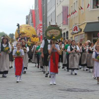 23-07-2015_Memminger-Kinderfest-2015_Umzug_Kuehnl_new-facts-eu0192