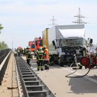 04-08-2015_A96_Memmingen_Stau_Lkw-Unfall_Feuerwehr_Poeppel_new-facts-eu0005