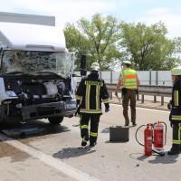04-08-2015_A96_Memmingen_Stau_Lkw-Unfall_Feuerwehr_Poeppel_new-facts-eu0013