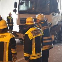 18-08-2015_A96_Kohlbergtunnel_Stetten_Erkheim_Lkw-Unfall_Vollsperrung_Feuerwehr_Poeppel_new-facts-eu0039