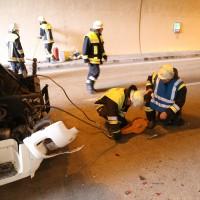 18-08-2015_A96_Kohlbergtunnel_Stetten_Erkheim_Lkw-Unfall_Vollsperrung_Feuerwehr_Poeppel_new-facts-eu0047