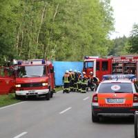 27-08-2015_BY_Unterallgaeu_Ottobeuren_Lkw-Unfall_schwer_Feuerwehr_Poeppel0001