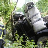 27-08-2015_BY_Unterallgaeu_Ottobeuren_Lkw-Unfall_schwer_Feuerwehr_Poeppel0005