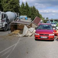 B12-Geisenried-28.09.2015-Viehhänger-Unfall-Teilsperrung-Tiere-verletzt-Feuerwehr Geisenried-Polizei-Bringezu-new-facts (1)