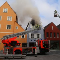 21-10-2015_Memmingen_Zimmerbrand_Theaterplatz_Feuerwehr_Poeppel_new-facts-eu015