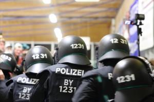 06-11-2015_Memmingen_Eishockey_Randale_Indians_ECDC_Hoechstadt_Polizei_Fuchs_new-facts-eu0070