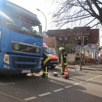 13-11-2015_Biberach_Ochsenhausen_Lkw_Frau_Fussgaengerweg_Feuerwehr_Poeppel_new-facts-eu0008