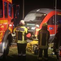 2015_BY_Unterallgaeu_Breitenbrunn_Unfall_Regionalzug_Linienbus_Feuerwehr_Poeppel_new-facts-eu0004