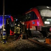 2015_BY_Unterallgaeu_Breitenbrunn_Unfall_Regionalzug_Linienbus_Feuerwehr_Poeppel_new-facts-eu0015