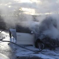 03-01-2016_A7_Memmingen_Unfall_Stau_Pkw-Brand_Feuerwehr_Poeppel_new-facts-eu0014