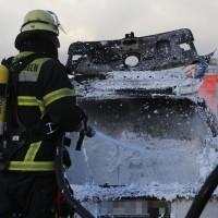 03-01-2016_A7_Memmingen_Unfall_Stau_Pkw-Brand_Feuerwehr_Poeppel_new-facts-eu0016