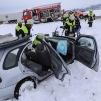 25-02-2016_BY_unterallgaeu_Lachen_Unfall_Feuerwehr_Poeppel_new-facts-eu_mm-zeitung-online034