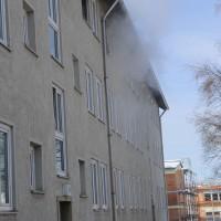 26-02-2016_BY_Memmingen, Wohnungsbrand_Mehrfamilienhaus-Feuerwehr_Polizei_Festnahme_Poeppell_new-facts-eu006