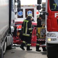 08-03-2016_Unterallgaeu_Pfaffenhausen_Unfall_Lkw-Pkw_Feuerwehr_Poeppel_new-facts-eu023