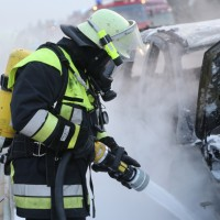 22-03-2016_A96_Erkheim_Holzguenz_Pkw-Brand_Feuerwehr_Poeppel_new-facts-eu004