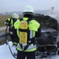 22-03-2016_A96_Erkheim_Holzguenz_Pkw-Brand_Feuerwehr_Poeppel_new-facts-eu005