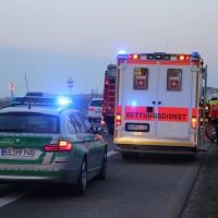 22-03-2016_A96_Erkheim_Holzguenz_Pkw-Brand_Feuerwehr_Poeppel_new-facts-eu008