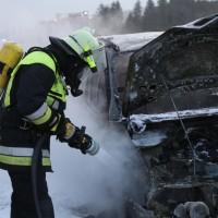 22-03-2016_A96_Erkheim_Holzguenz_Pkw-Brand_Feuerwehr_Poeppel_new-facts-eu009