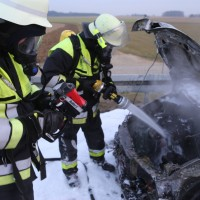 22-03-2016_A96_Erkheim_Holzguenz_Pkw-Brand_Feuerwehr_Poeppel_new-facts-eu010