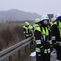 22-03-2016_A96_Erkheim_Holzguenz_Pkw-Brand_Feuerwehr_Poeppel_new-facts-eu012