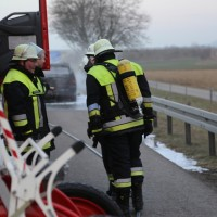22-03-2016_A96_Erkheim_Holzguenz_Pkw-Brand_Feuerwehr_Poeppel_new-facts-eu016