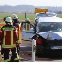 04-04-2016_Unterallgaeu_Groenenbach_UNfall_Abschleppwagen_Pkw_Polizei_Feuerwehr_Poppel20160404_0002