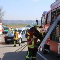 04-04-2016_Unterallgaeu_Groenenbach_UNfall_Abschleppwagen_Pkw_Polizei_Feuerwehr_Poppel20160404_0012