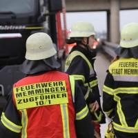 05-04-2016_A7_Berkheim_Memmimgen_Unfall_Lkw_2PKW-Feuerwehr_Poeppel20160405_0020