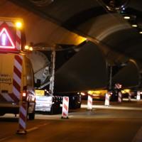 08-04-2016_A96_Erkheim_Stetten_Kohlbergtunnel_Schwertransporte_stecken_fest_Polizei_Poeppel20160408_0025