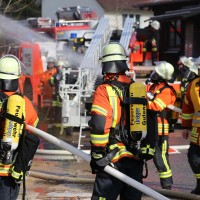 19-04-2016_Biberach_Gutenzell_Brand_Silo_Saegemehl_Feuerwehr_Poeppel20160419_0069