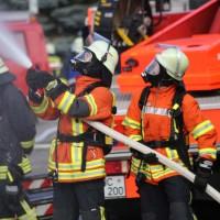 19-04-2016_Biberach_Gutenzell_Brand_Silo_Saegemehl_Feuerwehr_Poeppel20160419_0131