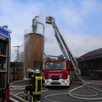 19-04-2016_Biberach_Gutenzell_Brand_Silo_Saegemehl_Feuerwehr_Poeppel20160419_0145