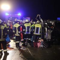24-04-2016_A96_Holzguenz_Memmingen_Unfall_Feuerwehr_Poeppel20160424_0016