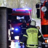 26-04-2016_Unterallgäu_Buxheim_Autobahnbruecke_Kipper_Unfall_Feuerwehr_Poeppel_0010